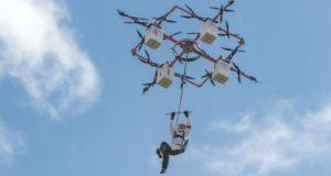 ¿Saltarías desde un drone? Lo último en deporte extremo!